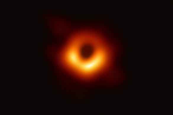 Comprendre l'image historique du trou noir M87*