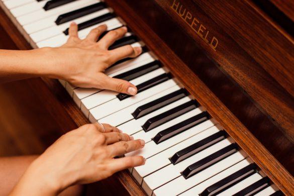 Commencer un instrument de musique à l'âge adulte : conseils et avertissements